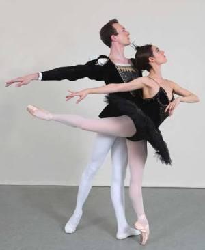 Em-&-Oli-Black-Swan-Arabeque-to-side